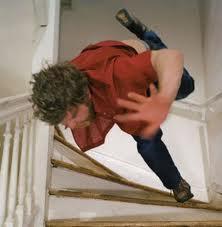 Resultado de imagen para imagenes caida de una escalera